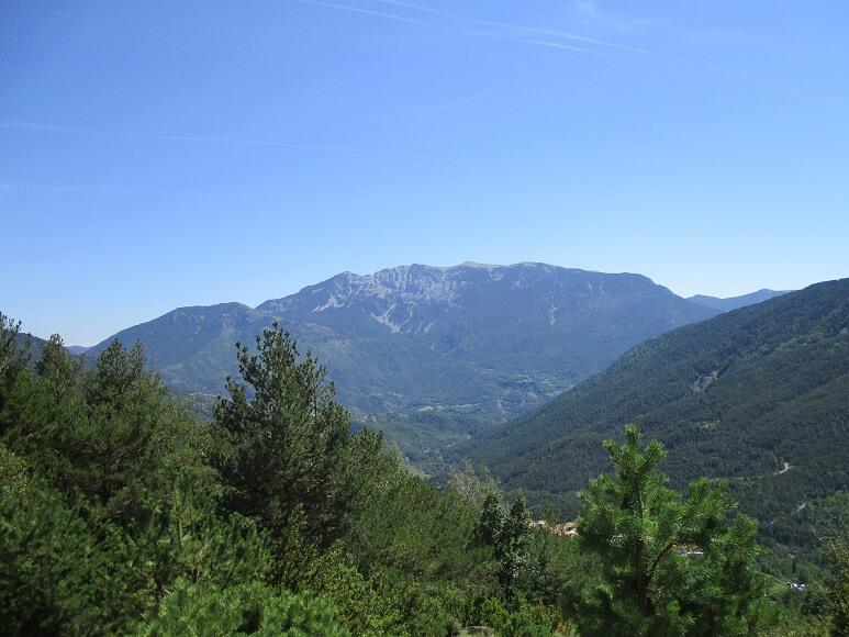 Valle de Barbaruens. Al fondo Baciero
