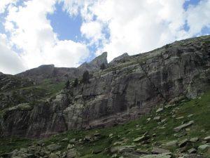 Verticales paredes camino de Anayet