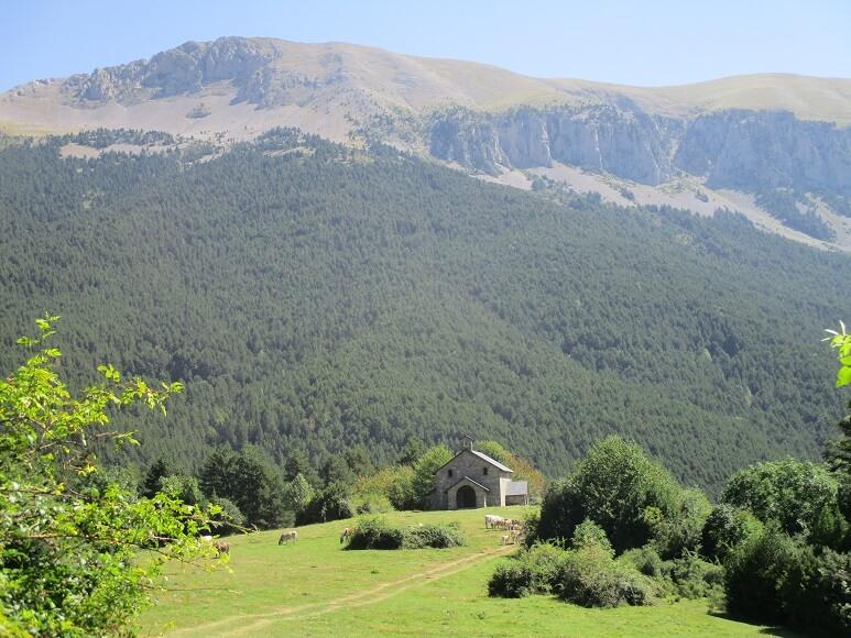 Ermita Virgen de La Plana. Sierra de Chía al fondo