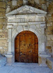 Gabás. Portada iglesia de Santiago