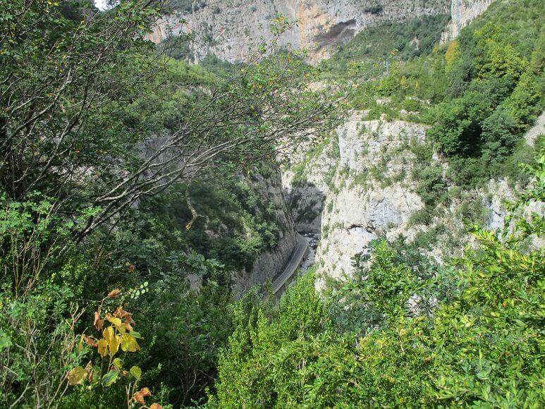 Congosto de Ventamillo, con la carretera y el río al fondo