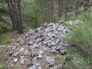 Panillo. Túmulo de piedras de caliza preparadas para el horno