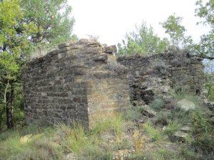 Ruinas de lo que pudo ser una antigua torre de vigilancia