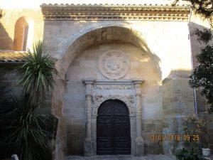 Azara. Pórtico iglesia Santa Lucía
