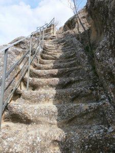 Azara. Escaleras de subida al castillo