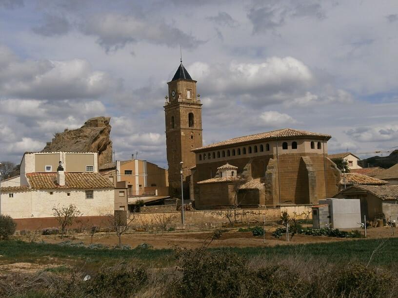 Azara. Iglesia de Santa Lucía y la Peña Margarita
