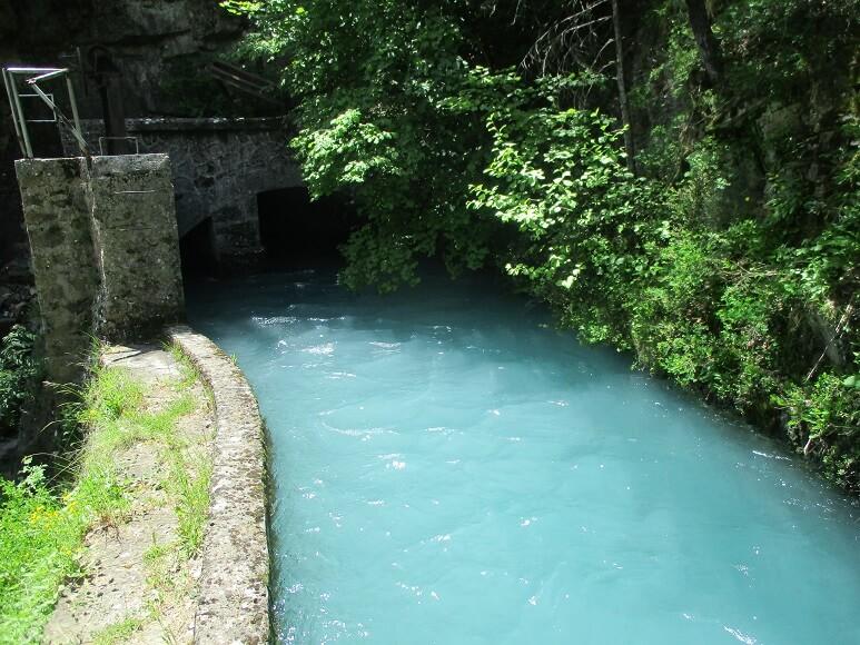 Canal del Cinca entre Pineta y Lafortunada