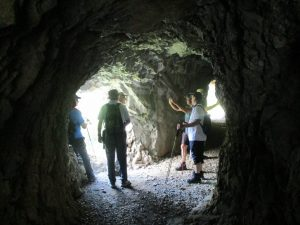 En uno de los túneles excavados