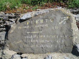 San Nicolás de Bujaruelo. Señal grabada en piedra
