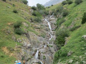 Cascada en el fondo del valle de Otal
