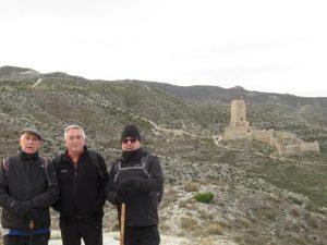 Castillo de Cadrete, al fondo
