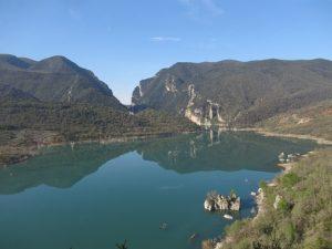 Pantano de Canelles. Al fondo, a la derecha, ubicación de la ermita vieja del Congost.