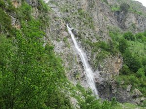 Cascada sobre el río Ara