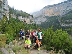 Al fondo la Rinconada de Angonés