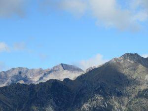 En el centro: Pico Posets / Llardana