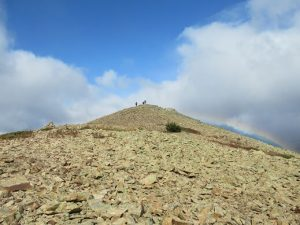 Cumbre del Pico Cerler cubierta de grandes lajas