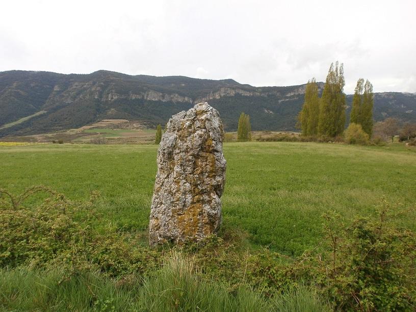 Una visita a Merli y su menhir