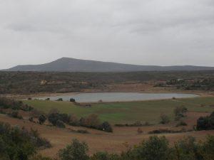 Laguna. Al fondo San Quilez