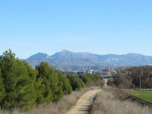 Huesca y la sierra de Guara al fondo
