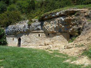 Así estaba la ermita de la Virgen de la Cueva antes del derrumbamiento. (Foto del Blog de Diario de una Caminante)