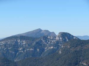El Pico Nabaín, al fondo