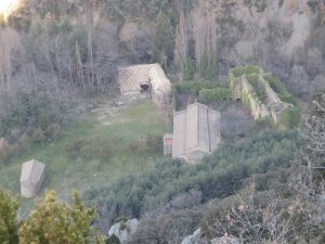 Subiendo al Mirador de Obarra. Monasterio