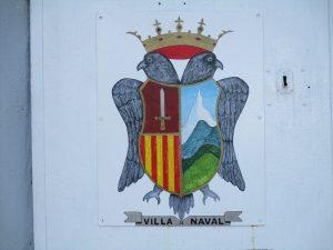 Escudo de Naval. En La Dolores